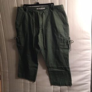 Old navy capris. Size 16.